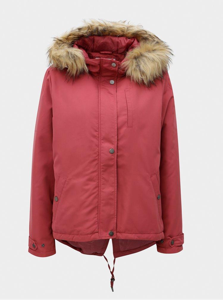 Červená parka s kapucí a umělým kožíškem VILA Trust