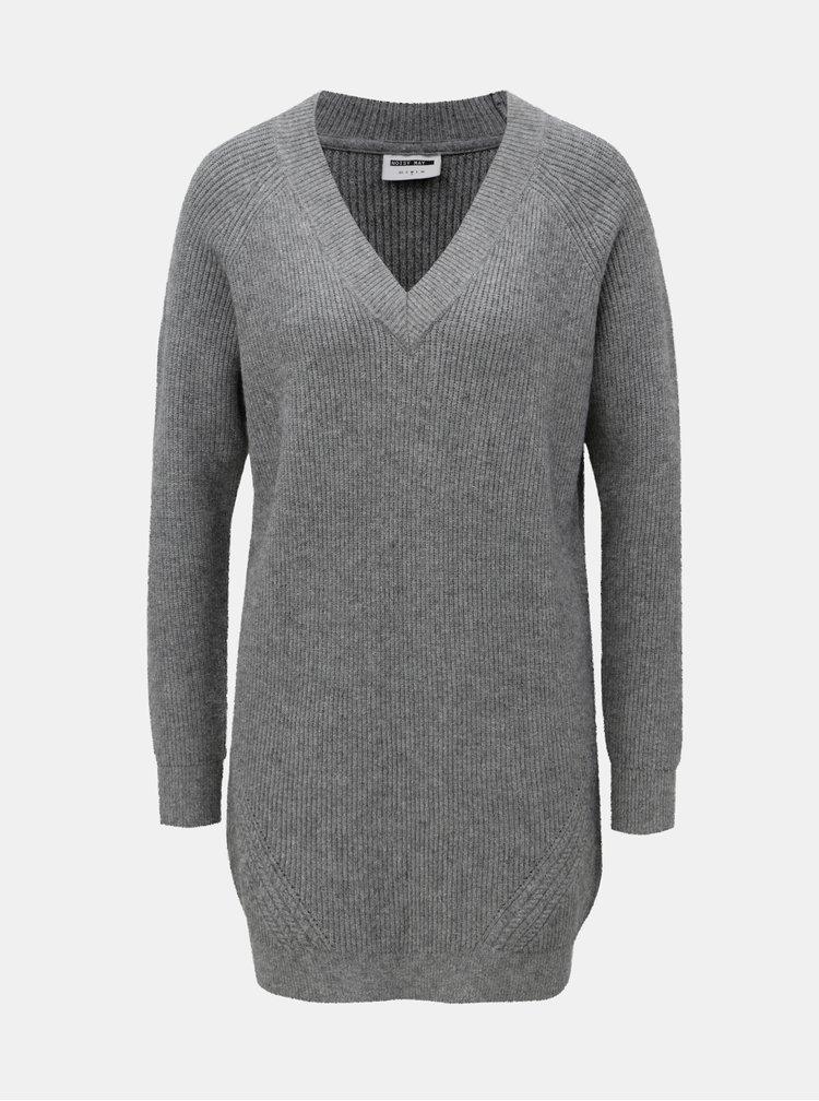 Sivý melírovaný sveter s predĺženou dĺžkou a véčkovým výstrihom Noisy May Sati