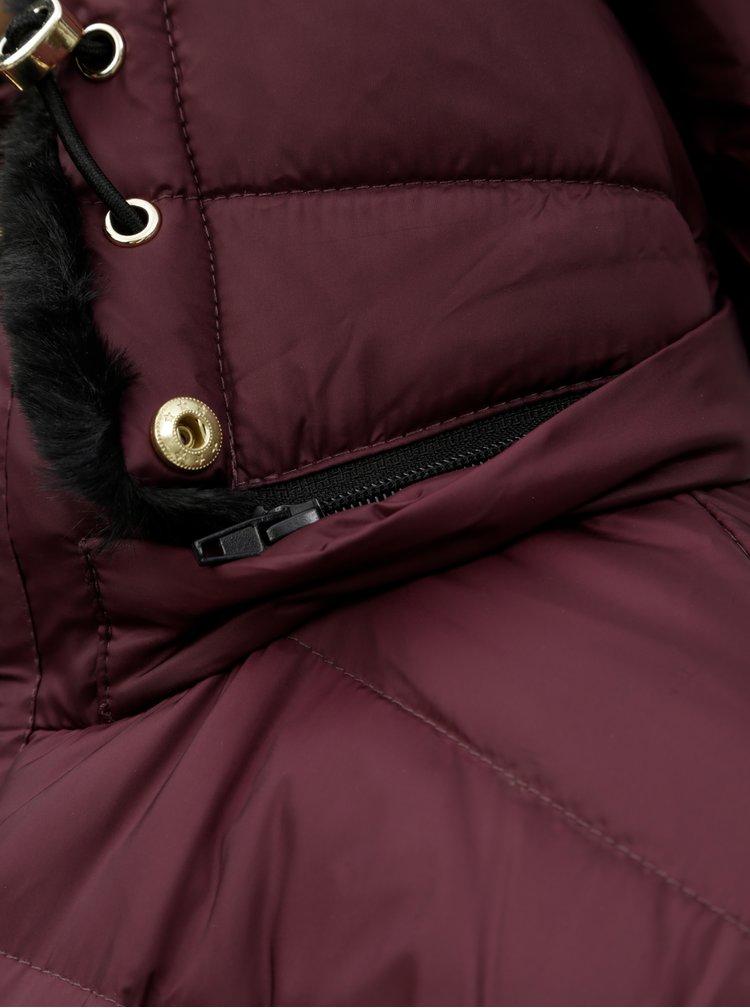 Vínový prošívaný kabát s umělým kožíškem VERO MODA Gold