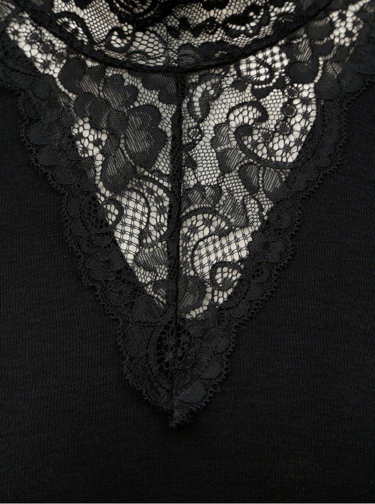 Černá halenka s krajkovými detaily VERO MODA