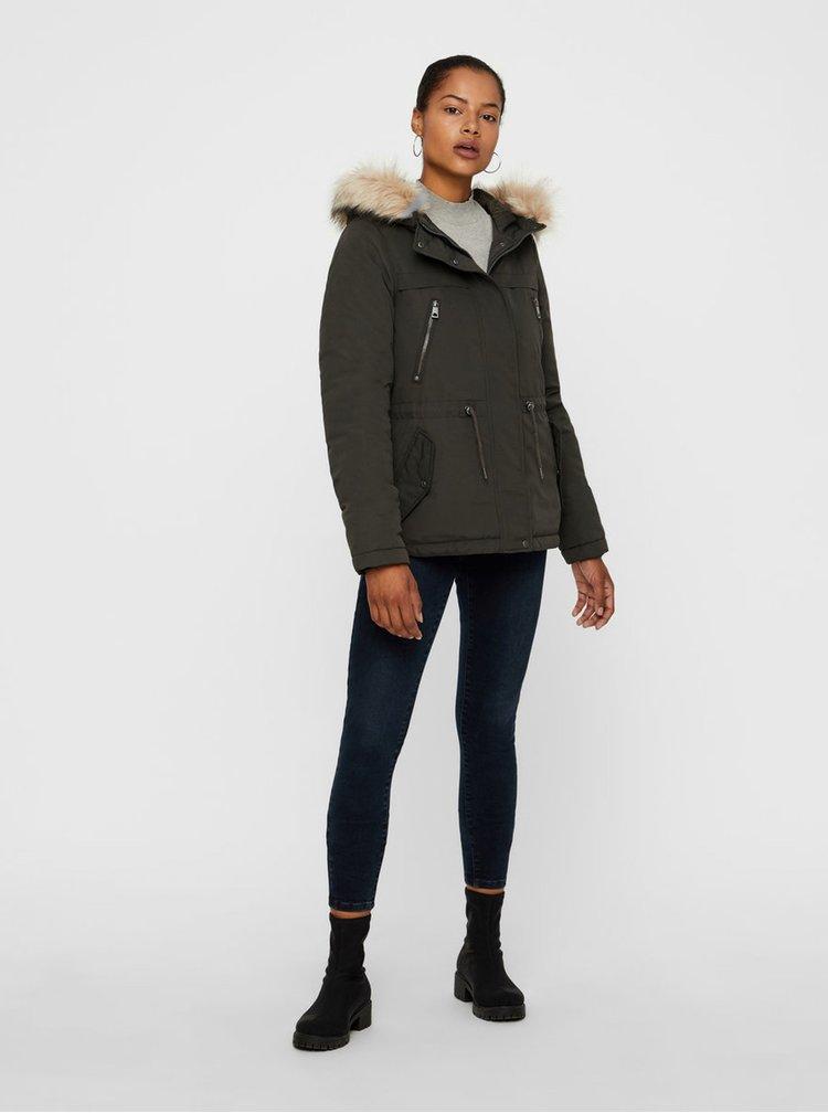 Khaki zimní parka s umělým kožíškem na kapuci VERO MODA Breeze