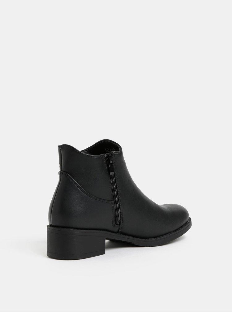 Černé chelsea boty s detaily ve stříbrné barvě Pieces Daneen