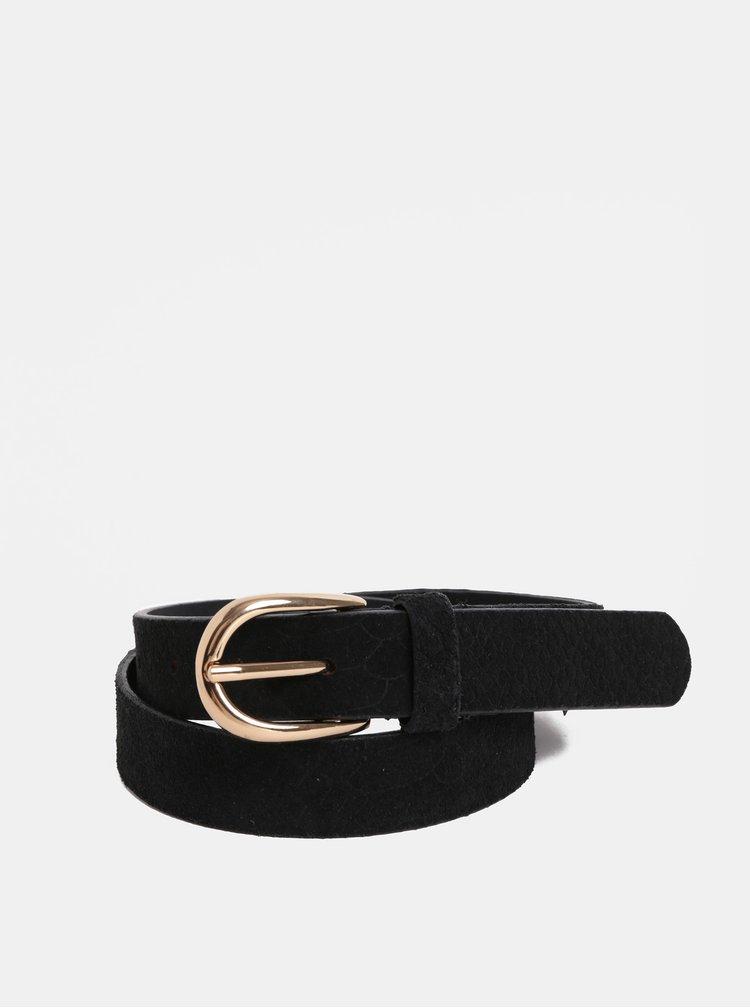 Černý kožený pásek v semišové úpravě Pieces Kera