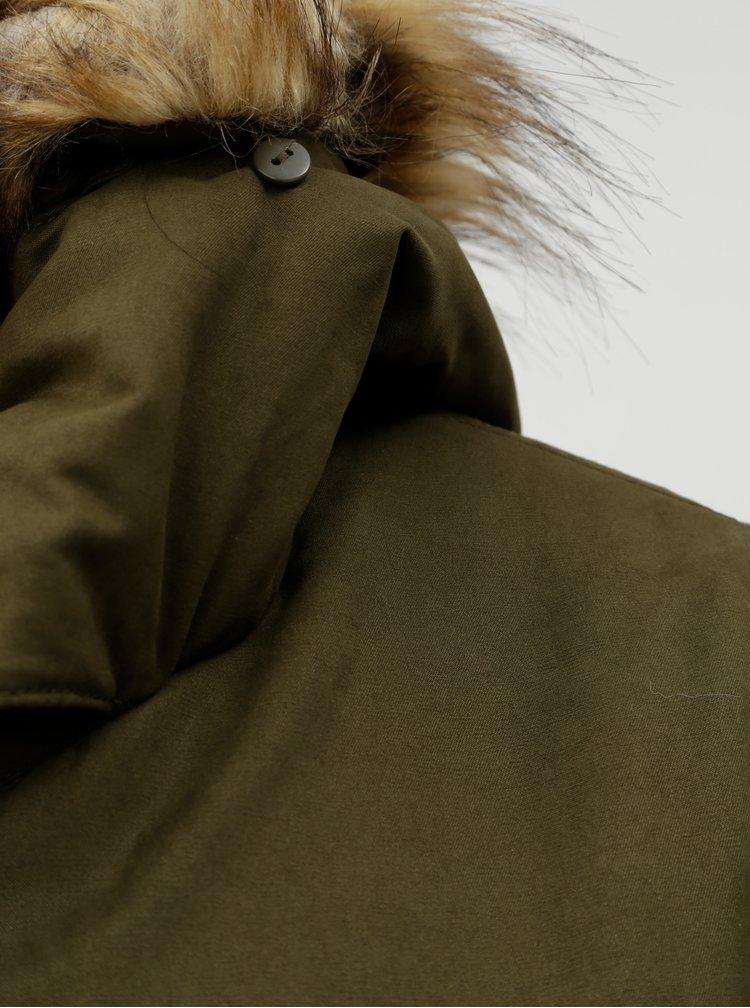 Tmavě zelená zimní parka s umělým kožíškem ONLY Amella