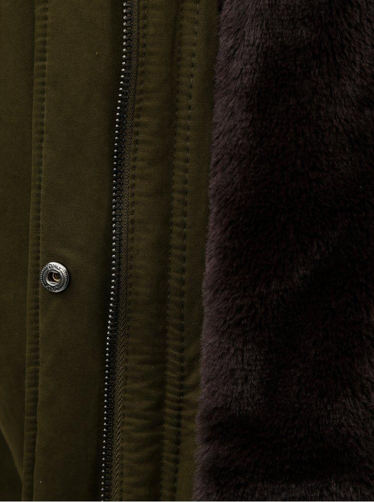 Tmavozelená zimná parka s umelou kožušinkou ONLY Amella