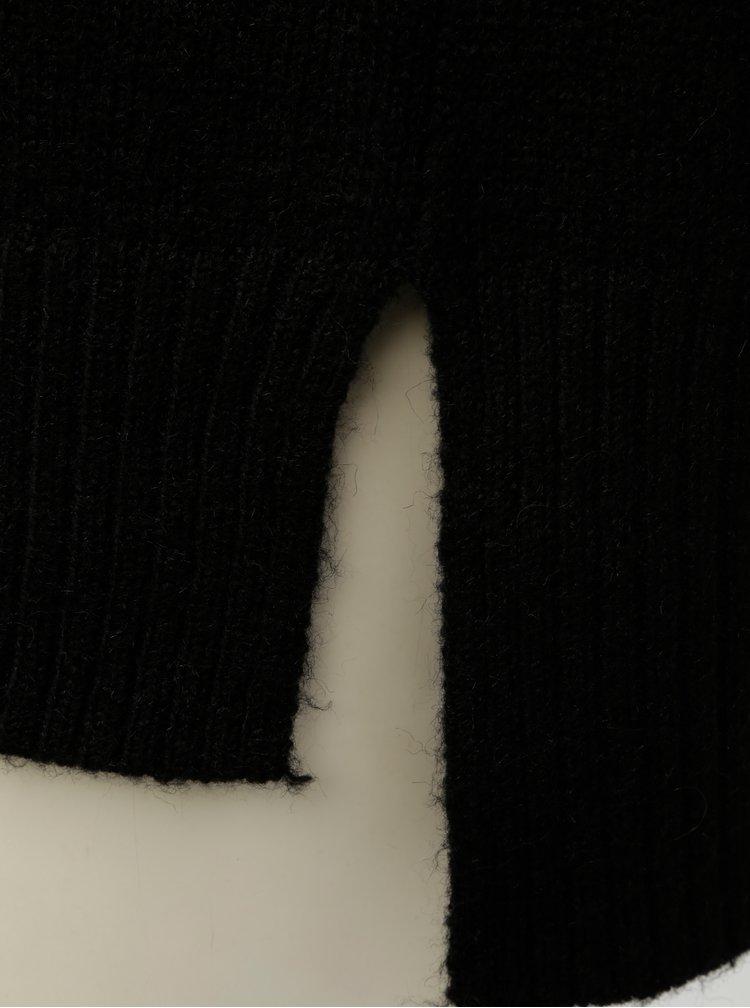 Čierny rolák s korálkovou aplikáciou VERO MODA Toky