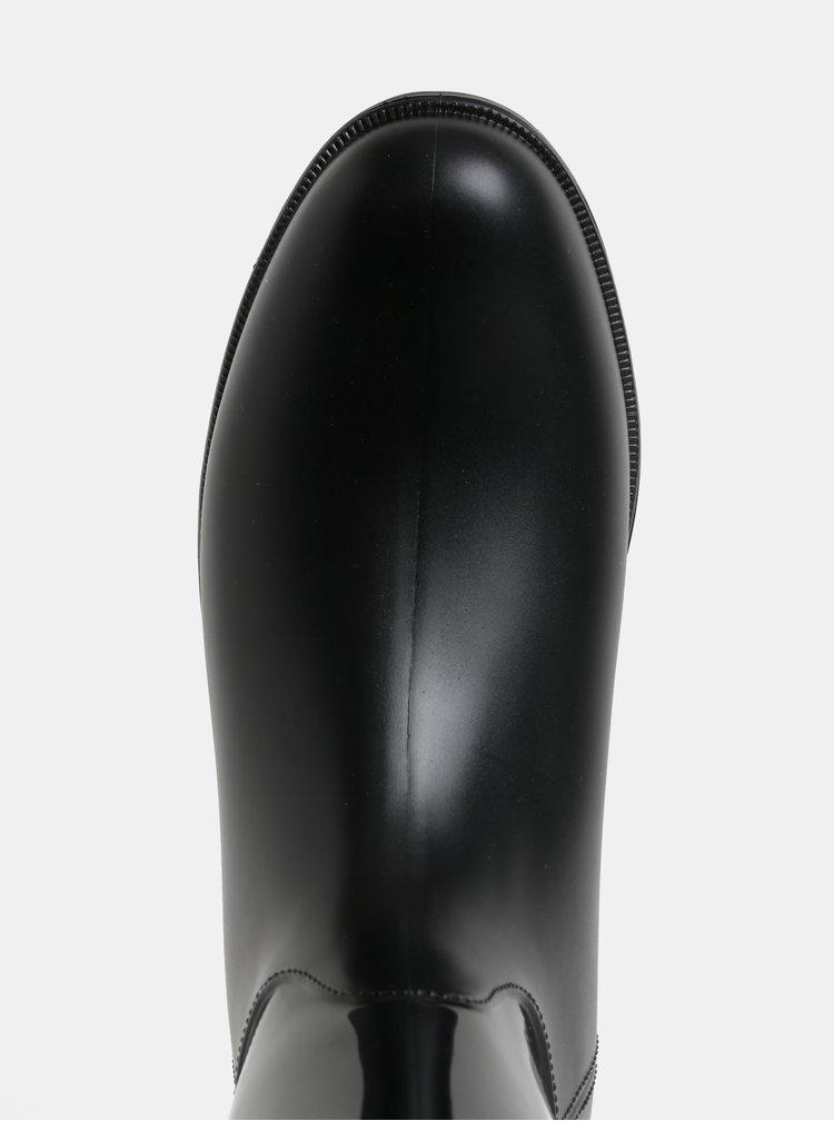 Černé vysoké holínky s matnými detaily OJJU