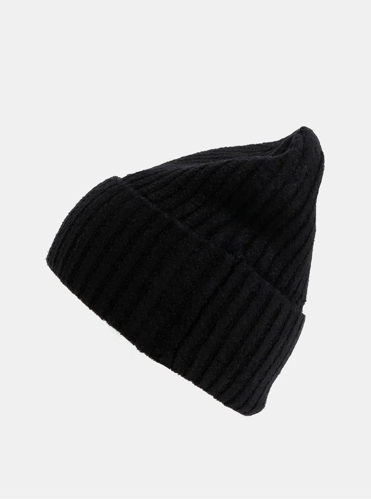 Černá čepice touch me.