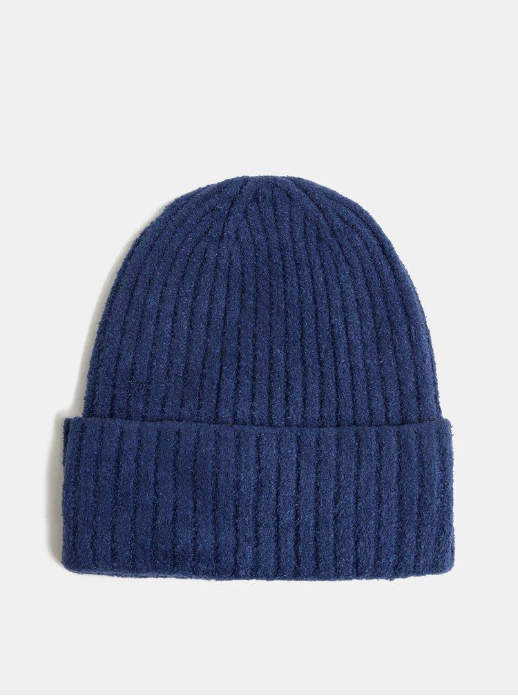 Modrá čepice touch me.