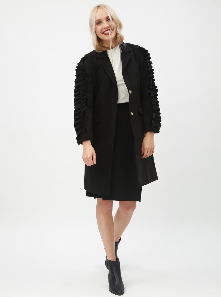 Černý kabát s volány na rukávech Miss Selfridge