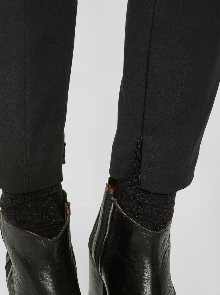 Černé zkrácené kalhoty s kapsami Selected Femme Muse