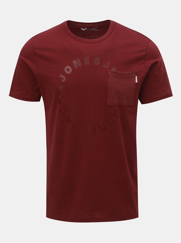 Vínové tričko s náprsní kapsou a potiskem Jack & Jones Moral