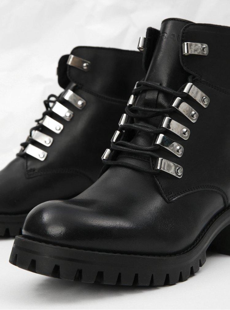 Černé kožené kotníkové boty s detaily ve stříbrné barvě Frau Tibet