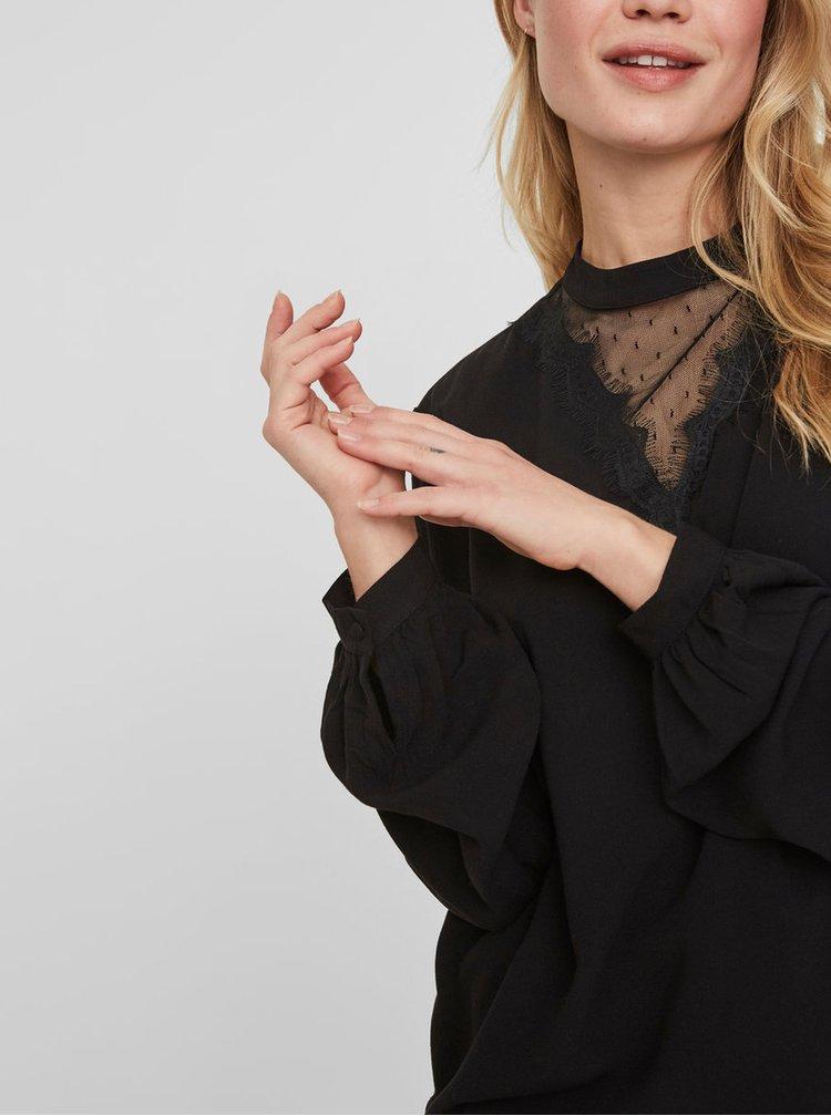 Černá halenka s krajkovým dekoltem VERO MODA Jasmine