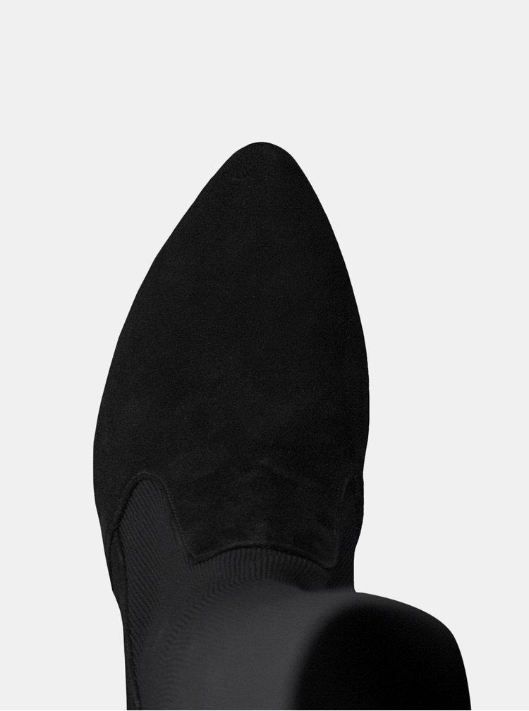 Černé vysoké kozačky se semišovými detaily Tamaris