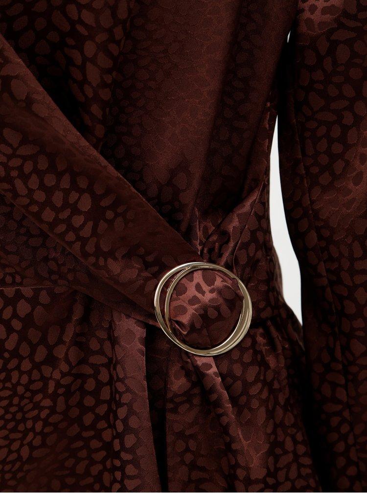 Hnedá vzorovaná blúzka s ozdobnou sponou Dorothy Perkins