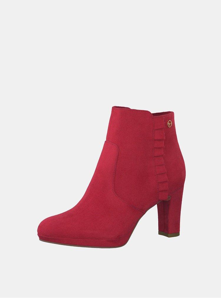 Červené kotníkové boty v semišové úpravě Tamaris Maura