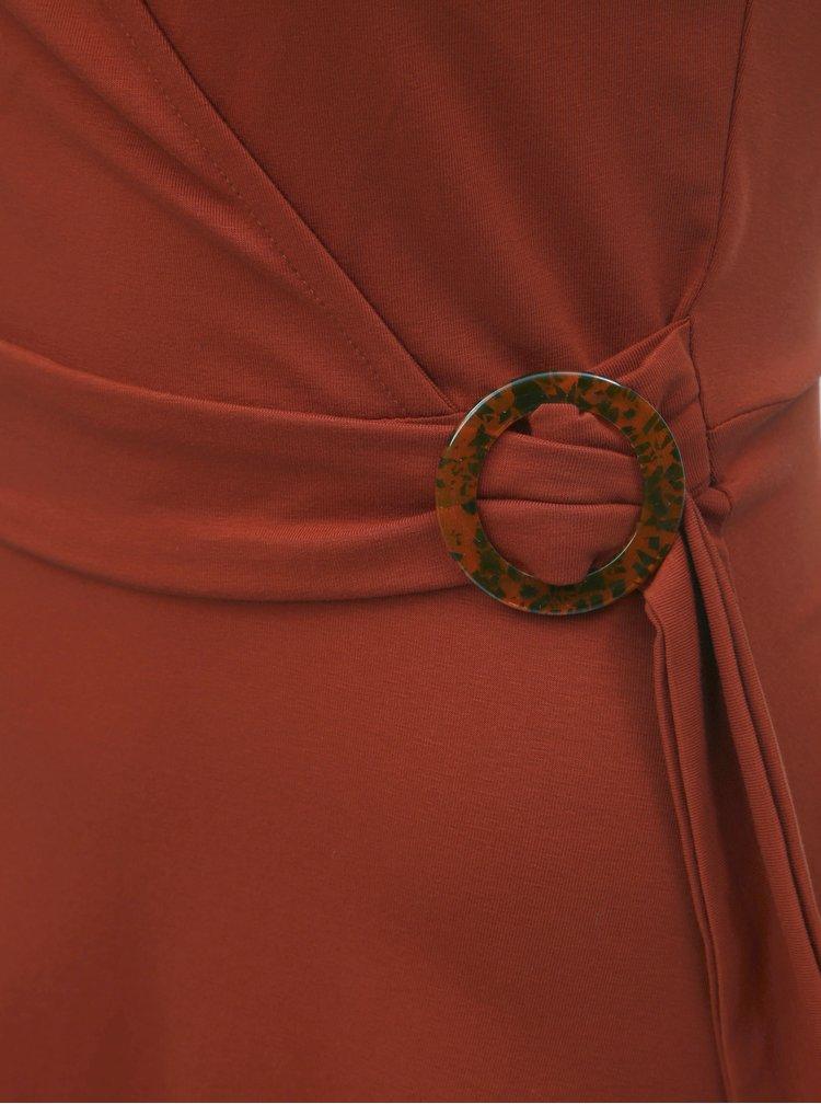 Tehlové šaty so sponou Dorothy Perkins