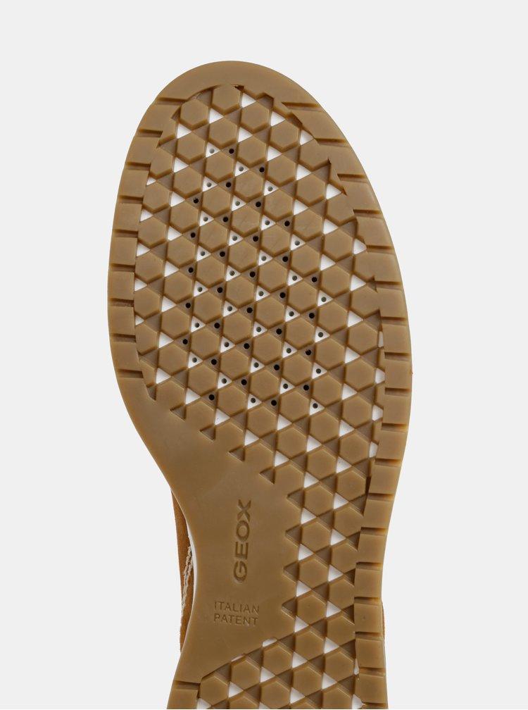 Pantofi sport maro de dama din piele intoarsa Geox Kapha