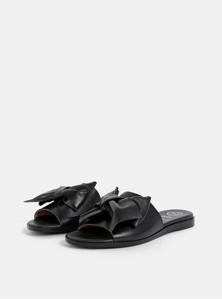 Černé kožené pantofle s mašlí OJJU