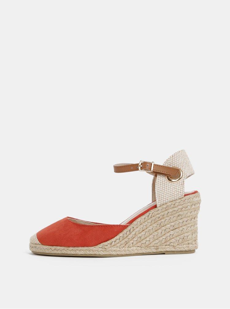 Červené sandály na klínku v semišové úpravě Dorothy Perkins