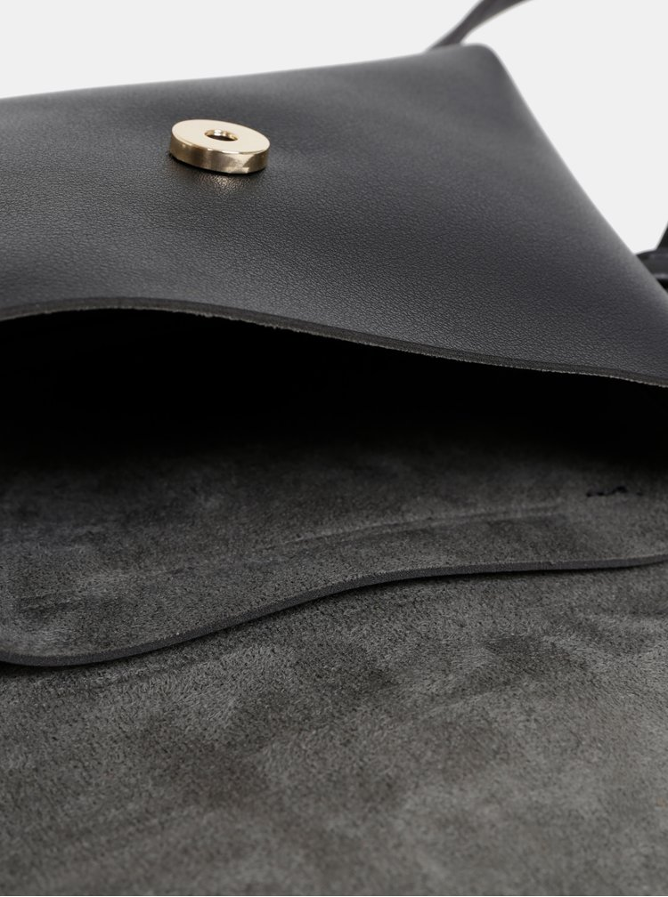 Čierna crossbody kabelka so strapcom Dorothy Perkins
