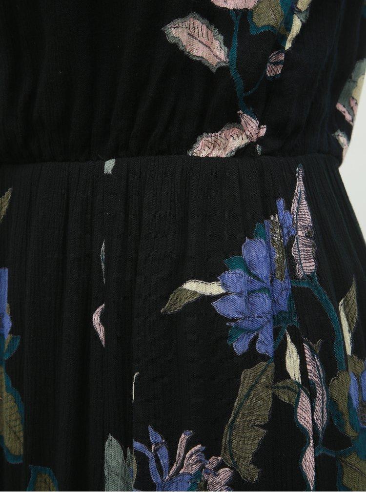 Černé květované maxišaty s průstřihem v dekoltu VERO MODA Olina