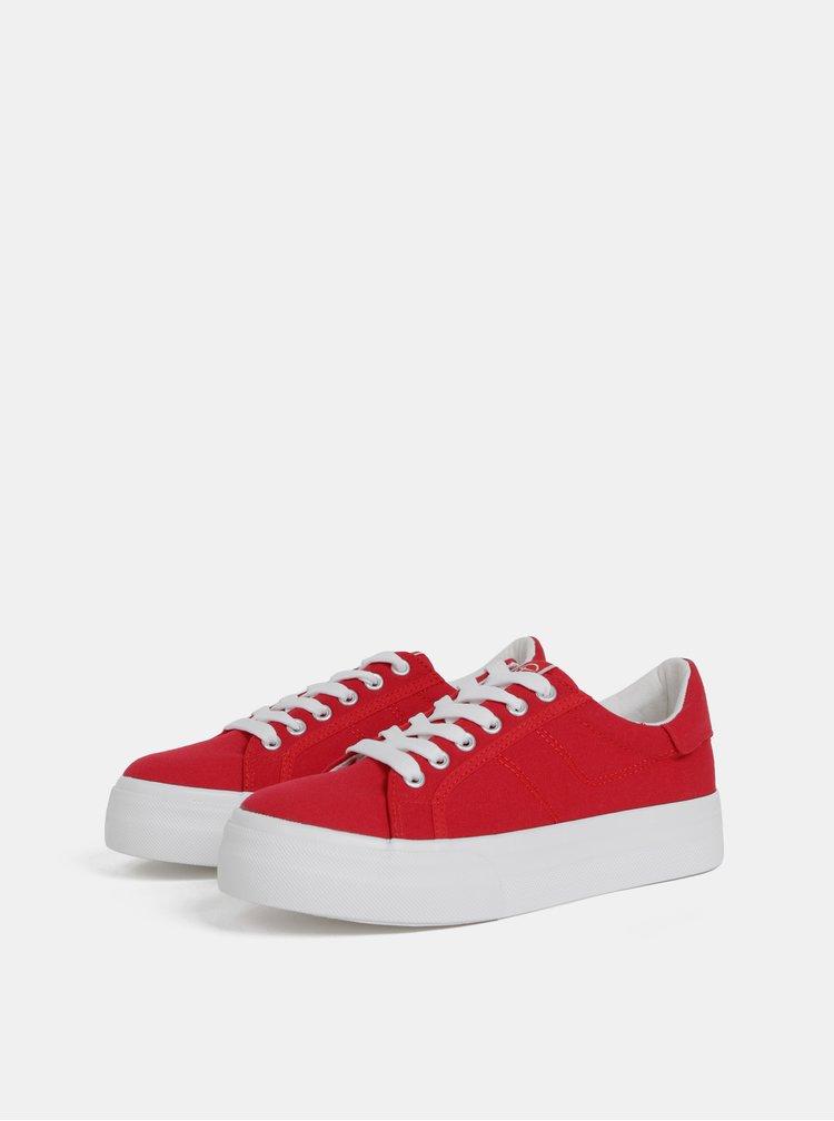 Červené tenisky na platforme Tamaris