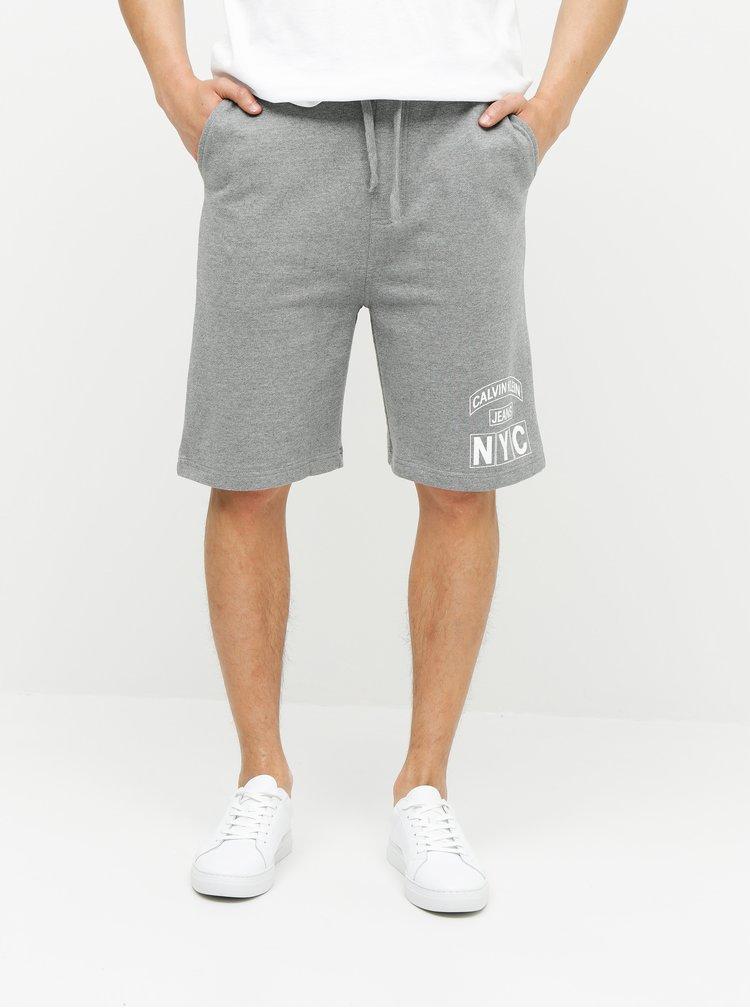 Sivé pánske kraťasy s potlačou Calvin Klein Jeans