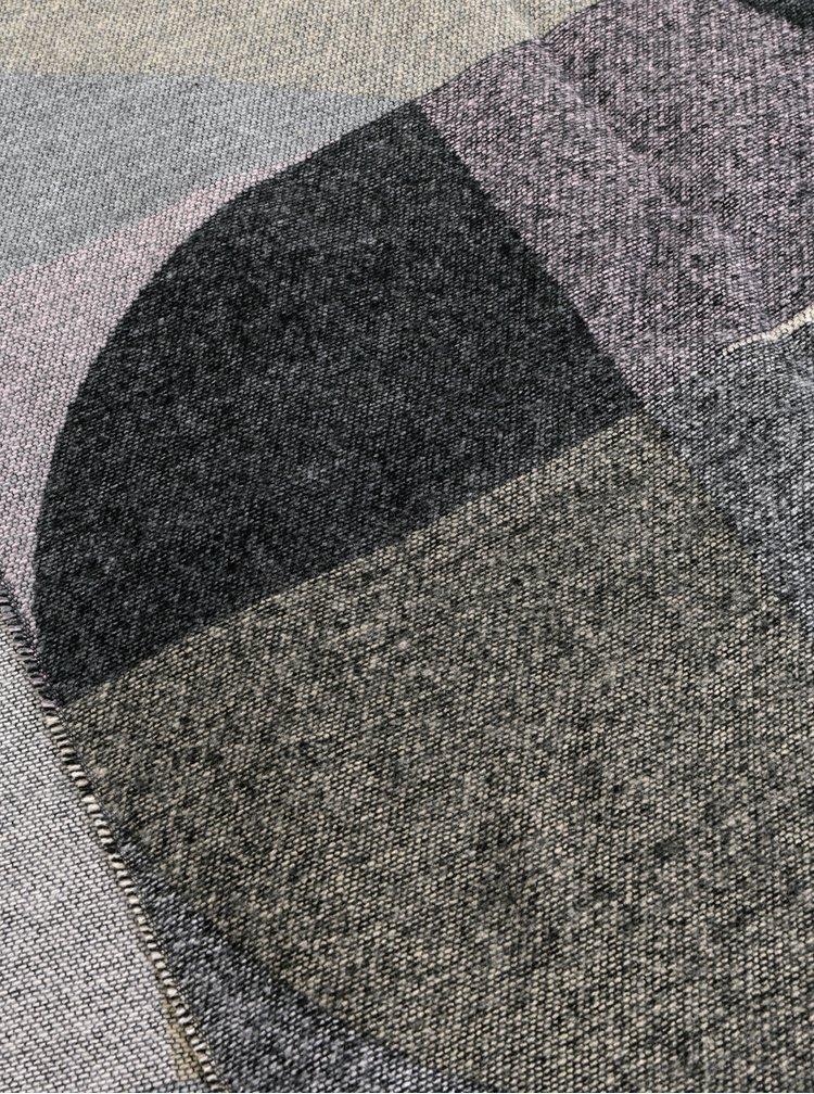 Růžovo-šedá vzorovaná šála Pieces Lina