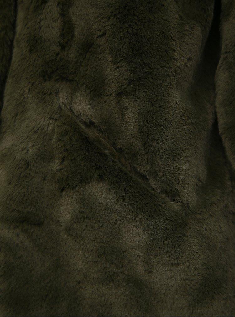 Tmavě zelený krátký kabát z umělé kožešiny ONLY Vida