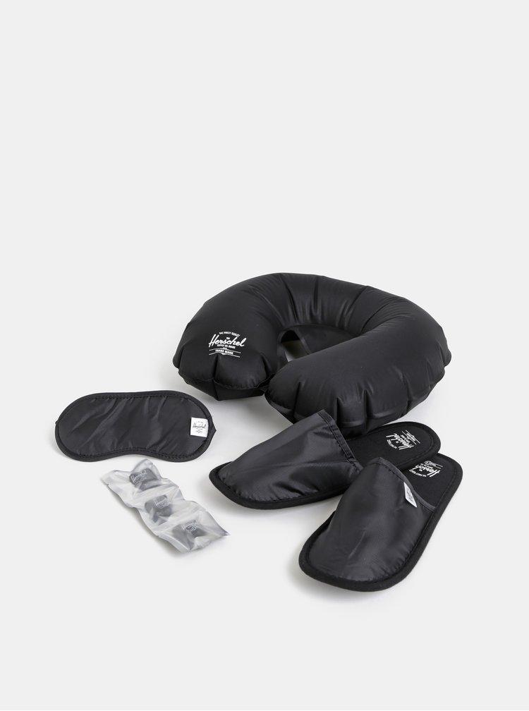 Černá cestovní sada pantoflí, špuntů do uší, polštáře a masky na spaní Herschel Supply Amenity