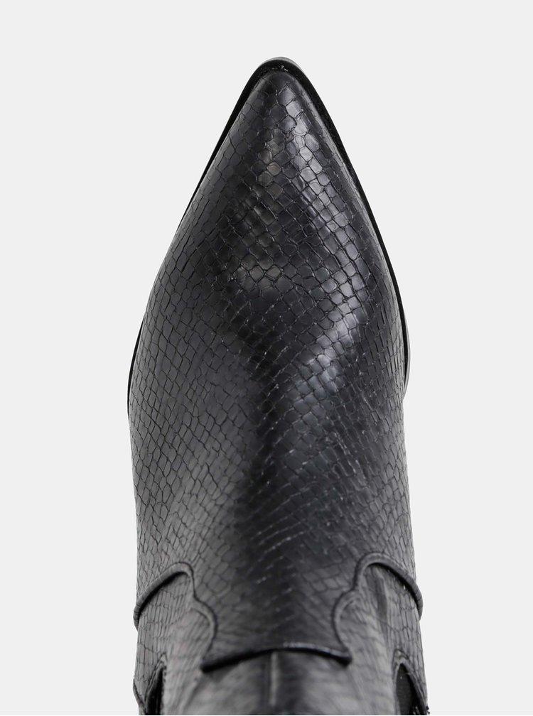 Černé dámské chelsea boty s hadím vzorem s.Oliver