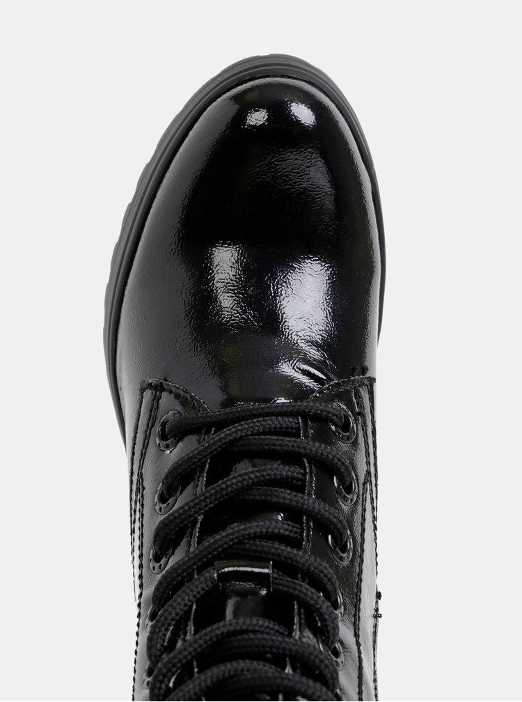 Černé kotníkové boty Tamaris