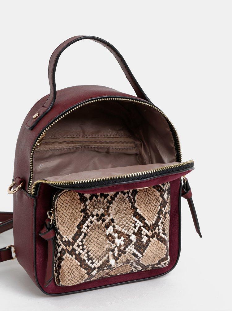 Vínový batoh s hadím vzorem a detaily v semišové úpravě Bessie London