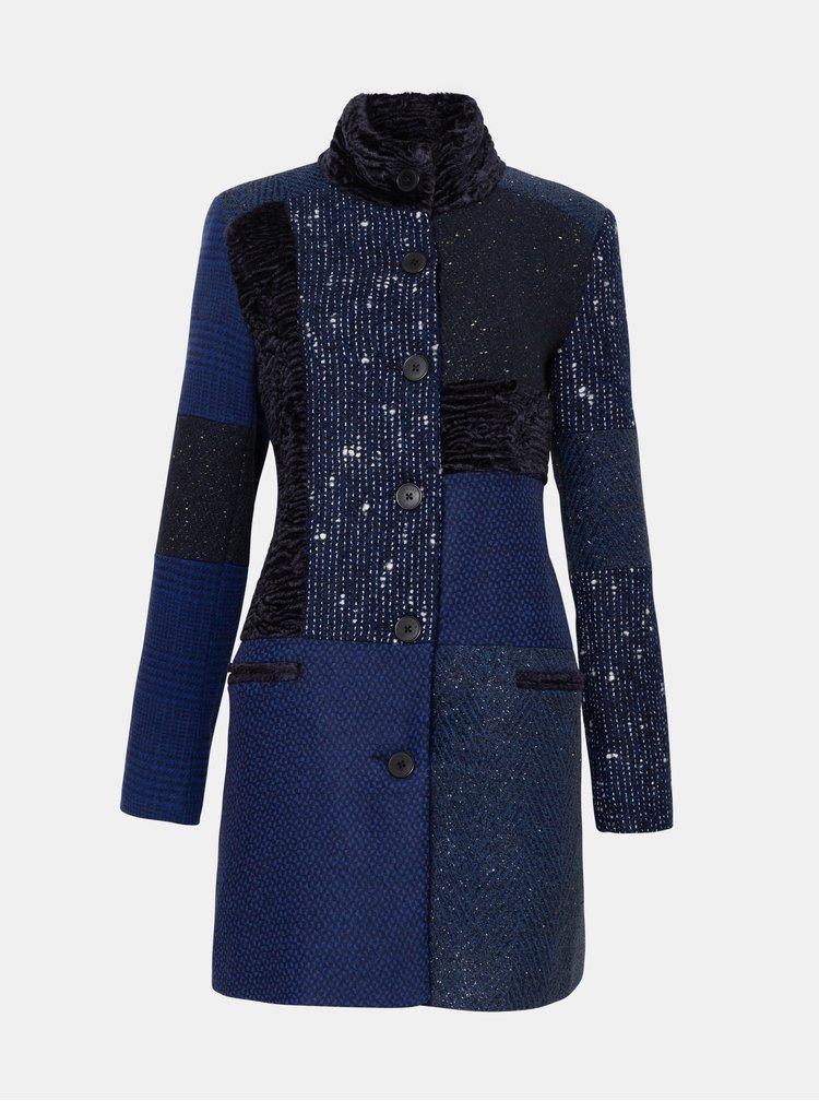 Tmavomodrý vzorovaný kabát Desigual