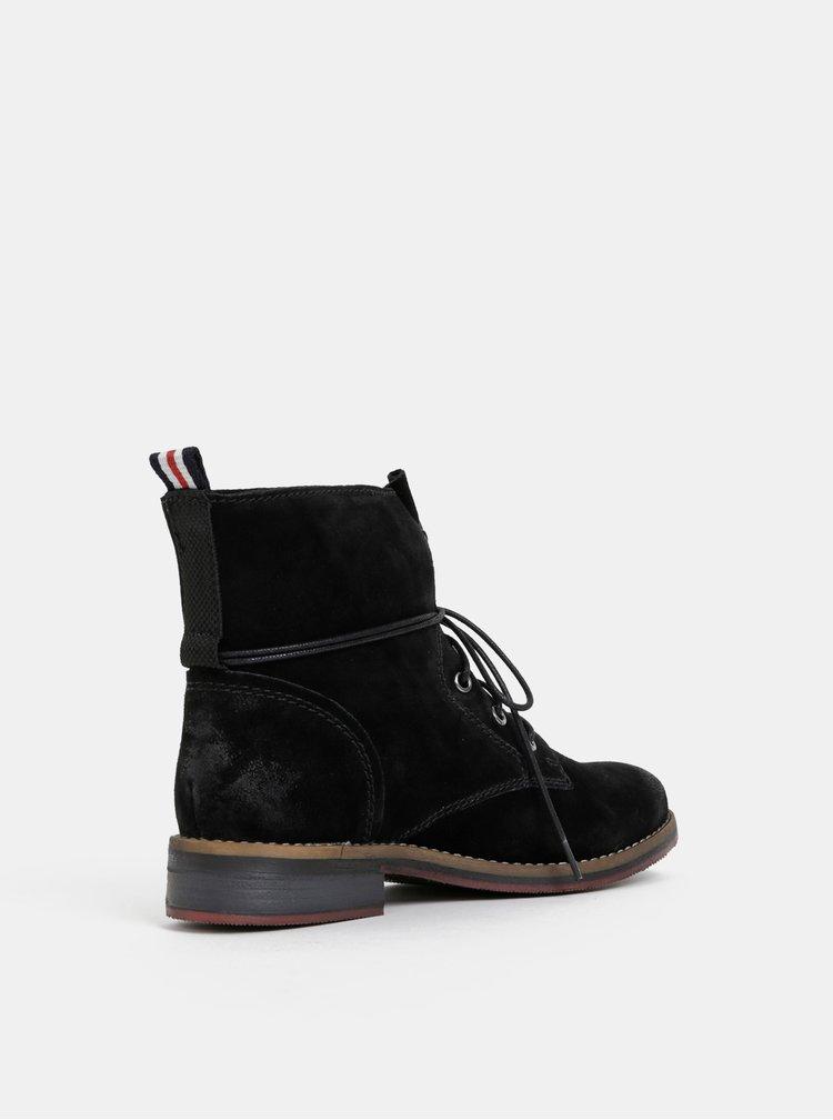 Černé dámské semišové kotníkové boty s.Oliver