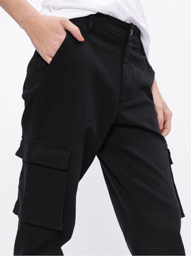Černé zkrácené kalhoty s kapsami  ONLY Betsy