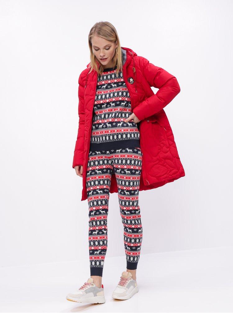 Červeno-modré tepláky s vánočním motivem VILA Wall