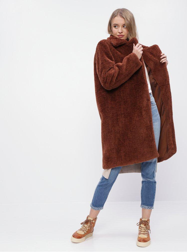 Hnědý kabát z umělé kožešiny ONLY Tinka