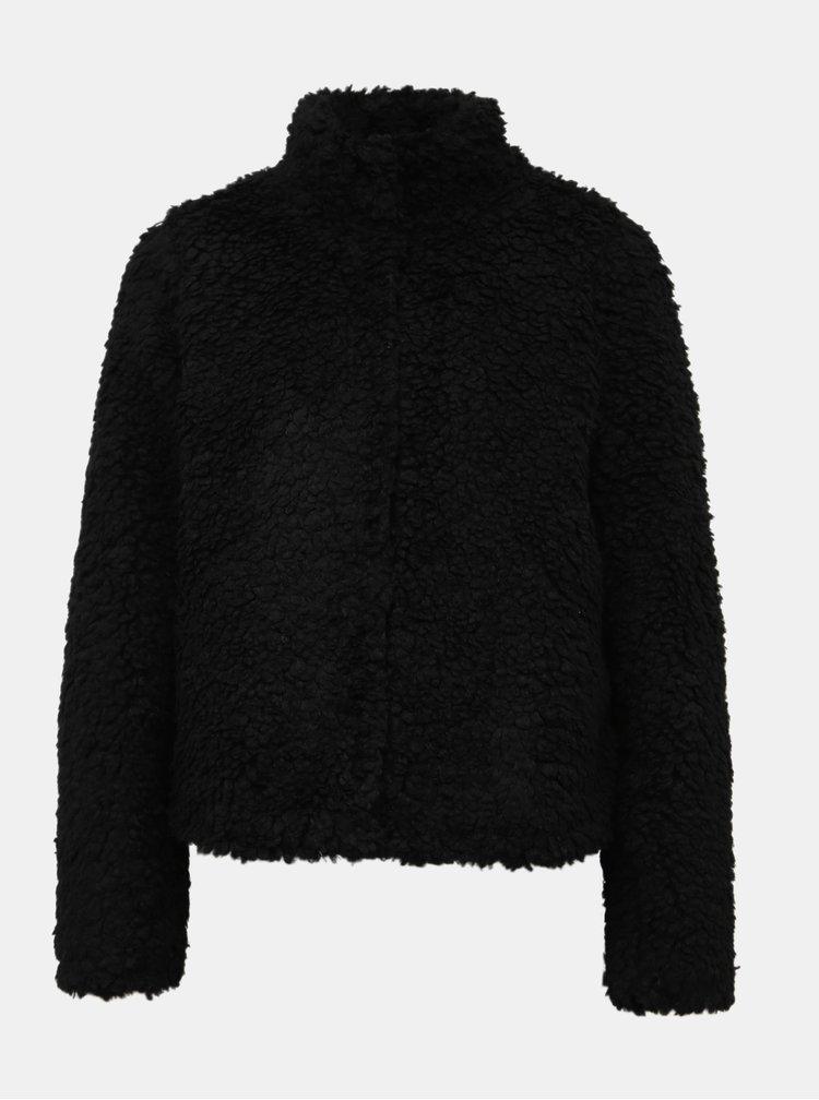 Černý krátký kabát z umělé kožešiny VERO MODA Viriginia