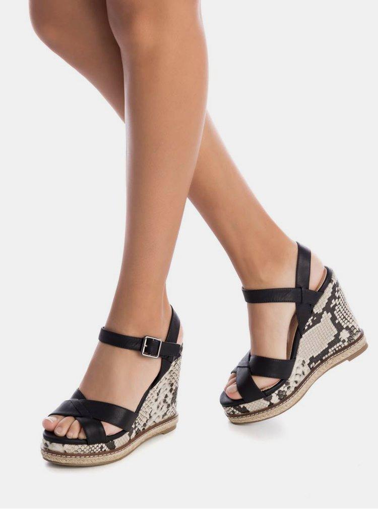 Černé sandálky na klínku s hadím vzorem Xti