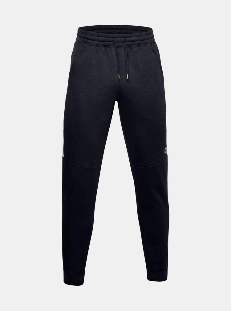 Černé pánské tepláky Athlete Recovery Fleece Under Armour