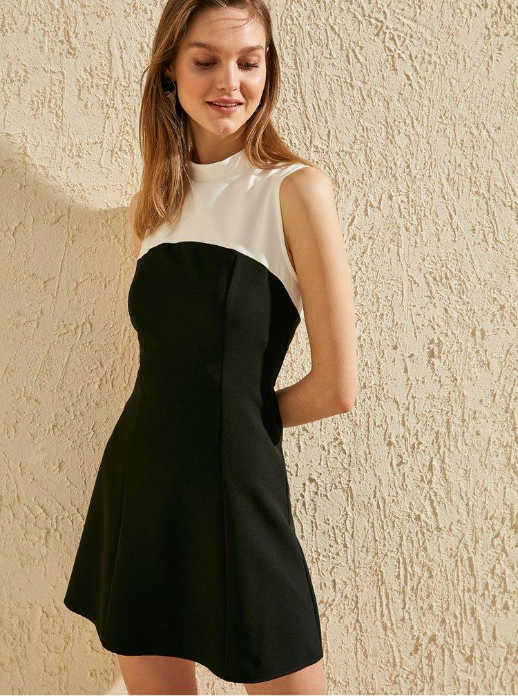 Bílo-černé šaty Trendyol