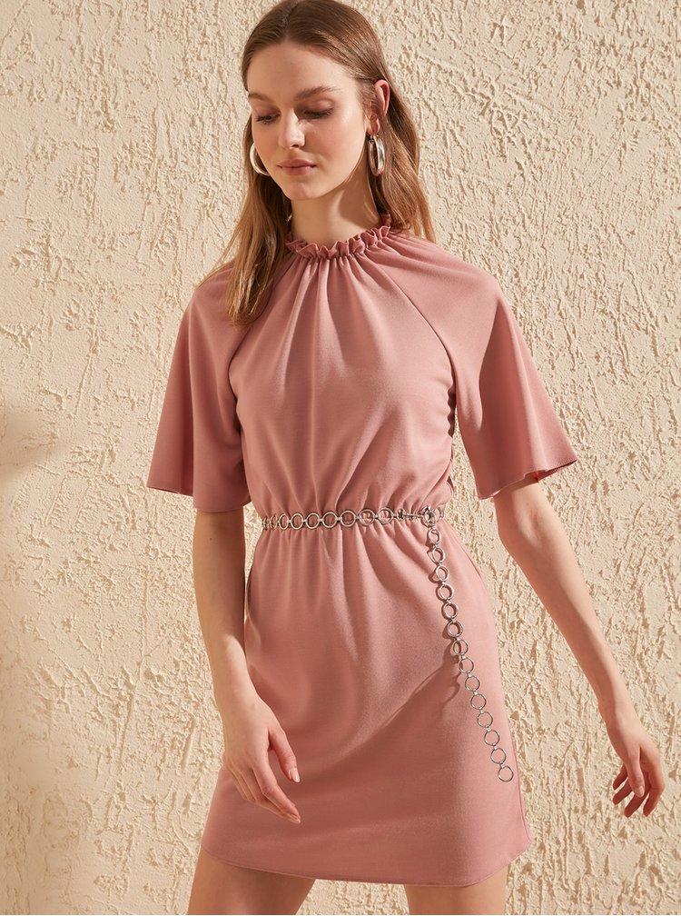 Růžové šaty Trendyol