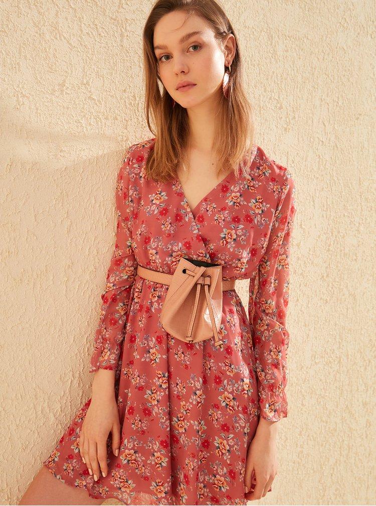 Červené kvetované šaty Trendyol