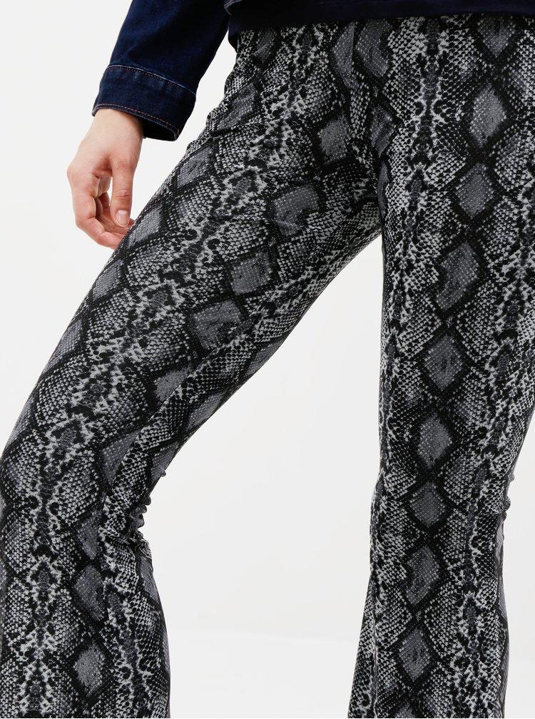 Tmavošedé flared fit nohavice s hadím vzorom TALLY WEiJL
