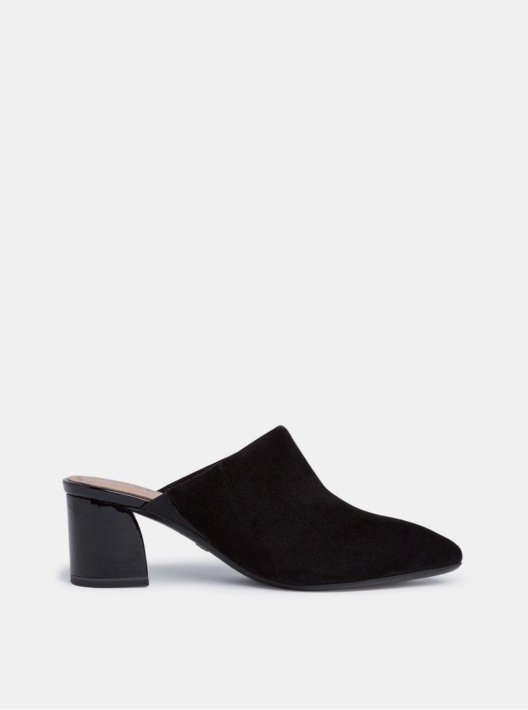 Černé semišové pantofle na podpatku Tamaris