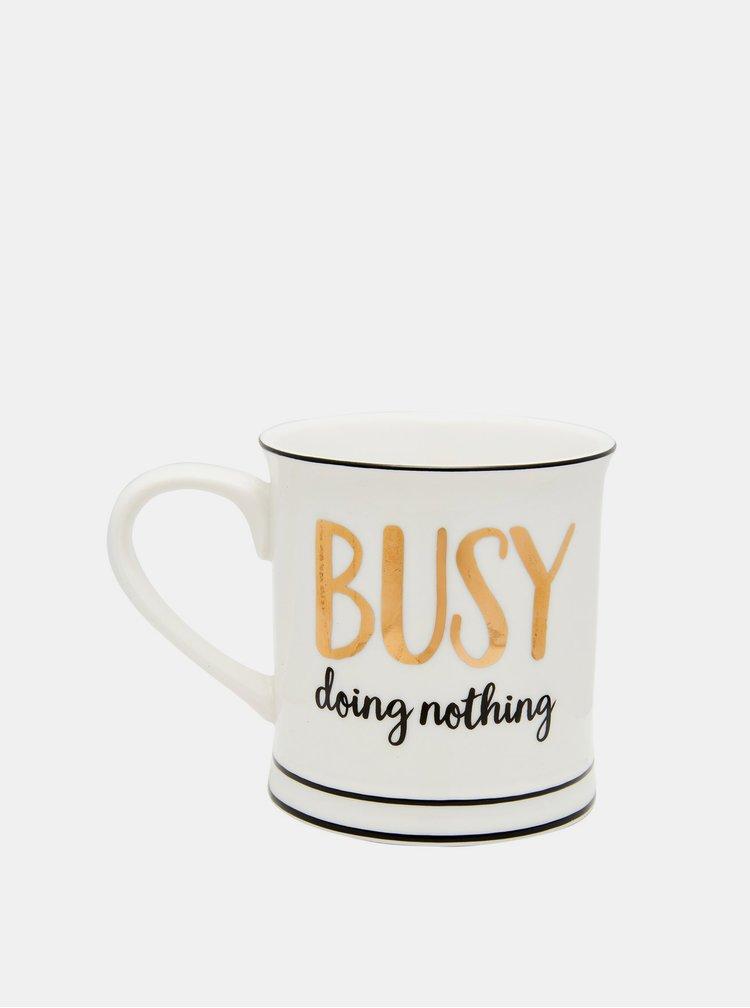 Bílý hrníček s nápisem Sass & Belle Busy doing nothing