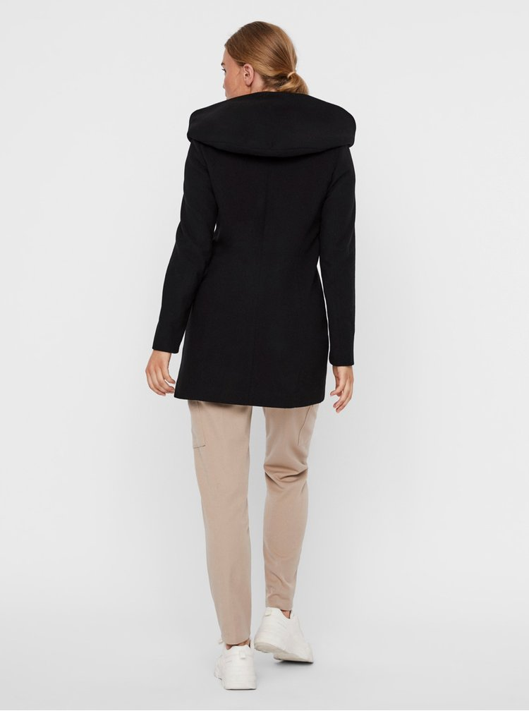 Černý kabát s kapucí VERO MODA Dafne